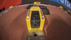 En bild på kameran som tar bilder av idrottaren i startblocket.