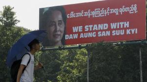 Plakat till försvar för Aung San Suu Kyi