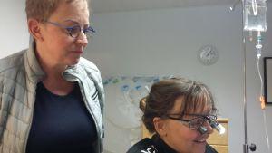 Veterinär Heidi Rosengren och djurtränare Nanna Jäntti möter många hundar som är stressade på grund av för lite aktivitet.