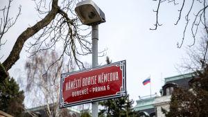 Den 24 februari 2020 beslut Prags lokalpolitiker att namnge området utanför ryska ambassaden till Boris Nemtsovs torg. Boris Nemtsov var en rysk oppositionspolitiker och Putin-kritiker som mördades vintern 2015.