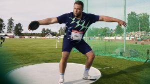 Daniel Ståhl gör sig redo att kasta.