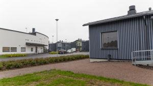 vy över kerava fängelse med hus och gård och buskar