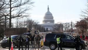 Washington D.C. on täynnä sotilaita, jotka turvaavat presidentti Joe Bidenin virkaanastujaisia.