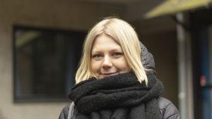 Wilma Ek, en ung kvinna med axellångt, blont hår.