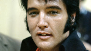 Elvis Presley puolilähikuvassa Las Vegasissa vuonna 1970.