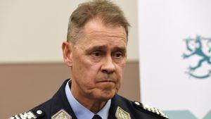 Polisöverdirektör Seppo Kolehmainen vid presskonferens i Helsingfors efter terrorattentatet i Stockholm den 7 april 2017.