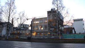 Rivning pågår i Centrumhuset i Vasa.