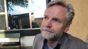 Porträttbild på journalisten Tomas Ramberg.