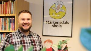 Rektor Per Wiander vid Mårtensdals skola i Vanda.