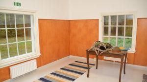 Ett rum i stugan Davatorp som är ett sovrum.