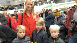 Oscar, Carl-Victor och Filip tillsammans med mamma Johanna Tidström.