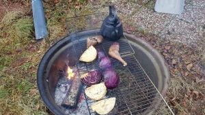 Matlagning över öppen eld.
