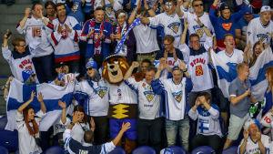 Blåvita supportrar på plats i Kosice.