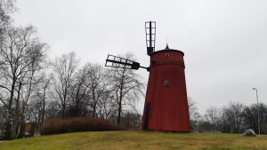 En röd väderkvarn i Ekenäs.