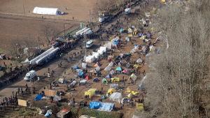 Ett läger där migranter har slagit sig ner vid den grekiska gränsen.