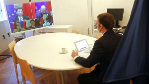 Emmanuel Macron på videomöte