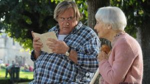 Gérard Depardieu ja Gisèle Casadesus elokuvassa Päiväni Margueritten kanssa