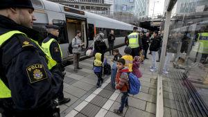 Id-kontroll av flyktingar i Sverige