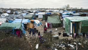 Vy över tältlägret i Calais den 23 februari.