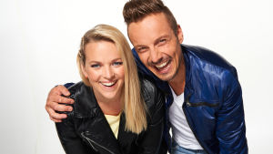Anna-Karin Siegfrids och Jontti Granbacka är årets programledare.