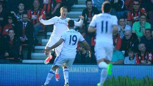 Chelseaspelare firar Eden Hazards mål.
