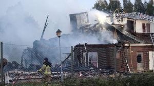 Delar av Örebro moské totalförstördes i en brand natten till tisdagen den 26 september.