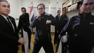 Kartongdockor föreställande Prayuth Chan-ocha.