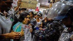 Patienterar demonstrerar mot hälsovårdskrisen i Venezuela.