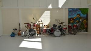 Instrument i musiksalen i Jarjaan yhteiskoulu.