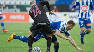 Paavo Voutilainen och Filip Valencic i en duell.