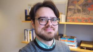 Porträttbild av Robert Ciuchita, forskardoktor i marknadsföring vid Hanken.
