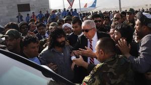 Afghanistans vicepresident, den förre ökände krigsherren Abdul Rashid Dostum utsattes för ett mordförsök även för åtta månader sedan då han återvände hem från exil i Turkiet