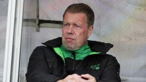 Jarmo Korhonen på tränarbänken i matchen mot HJK i söndags.