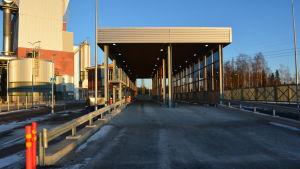 Den nya mätstationen för virkestransporter vid UPM i Jakobstad.