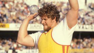 Reijo Ståhlberg stöter kula, 1981.