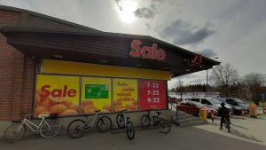 Sale-myymälä Kuopion Jynkässä.