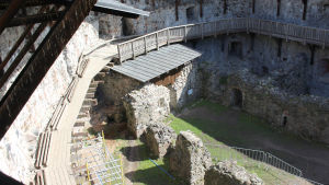 renovering pågår på slottsgård