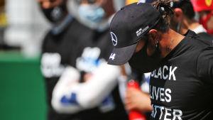 Lewis Hamilton i Black Lives Matter-tröja inför Österrikes GP.