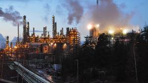 Vy över industrianläggningar i Sköldvik