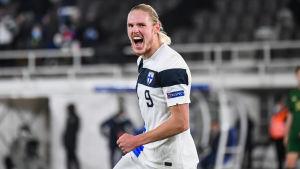 Fredrik Jensen firar 1–0-målet.