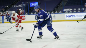 Tampa Bays svenske back Victor Hedman noterades för 1 + 1 i matchen mot Detroit.