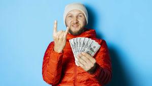 Man med solfjäder av dollarsedlar i handen