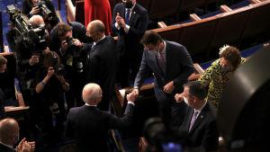 Endast 200 personer tilläts in i kammaren under Bidens första tal till nationen.