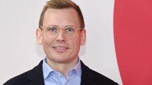 SDP:s kampanjstart sköttes över Facebook och Youtube. Programvärd var partisekreteraren Antton Rönnholm.
