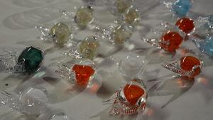 Svalor i glas tillverkade av Jarl Hohenthal.