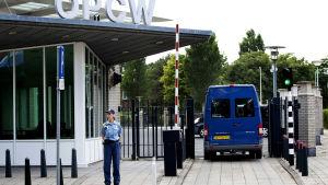 Organisationen för förbud mot kemiska vapen, OPCW har fått i uppgift av FN att utreda misstänkta giftgasattacker i Syrien. OPCW har sitt högkvarter i Haag i Nederländerna