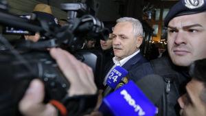 De rumänska socialdemokraternas partiordförande Liviu Dragnea misstänks för skattesmitning, förskingring av offentliga medel och hans tillgångar har frysts under den pågående rättegången.