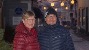 Lea Adolfsson och Sebastian Karjalainen på Kungsgatan i Ekenäs.