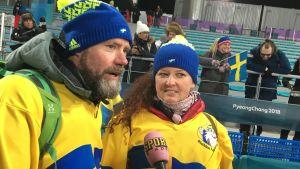 Mor och far Öberg ger intervjuer vid OS.