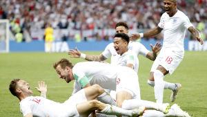 Englands spelare firar Kieran Trippiers 1–0-mål.